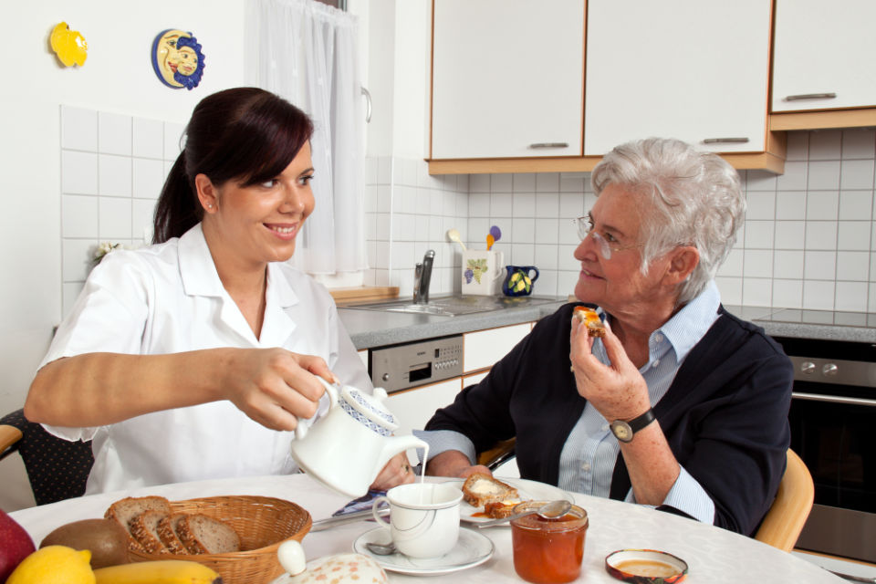 In-home meal assistance for seniors from Health Force of Georgia